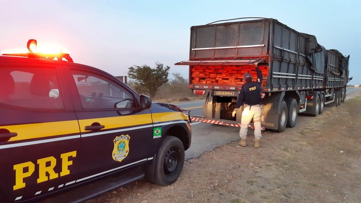 WhatsApp Image 2020 10 27 at 14.52.07 - PRF apreende caminhão transportando madeira de forma ilegal no agreste paraibano