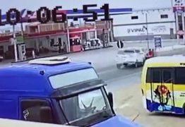 Homem e duas adolescentes ficam gravemente feridos após acidente na BR-230; VEJA VÍDEO