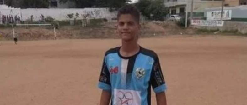 adolescente baleado cg - Polícia investiga abordagem policial que resultou em um adolescente baleado nas duas pernas; família alega que ele foi confundido com bandido