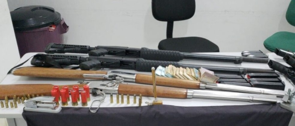 arma - Candidata a vice-prefeita é procurada por suspeita de integrar milícia