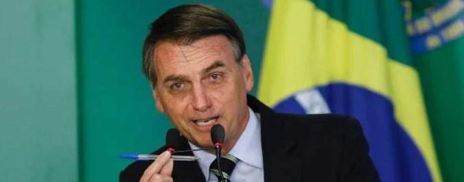 """bolsonaro bic - Bolsonaro responde Mourão sobre compra de vacina: """"A caneta Bic é minha"""""""