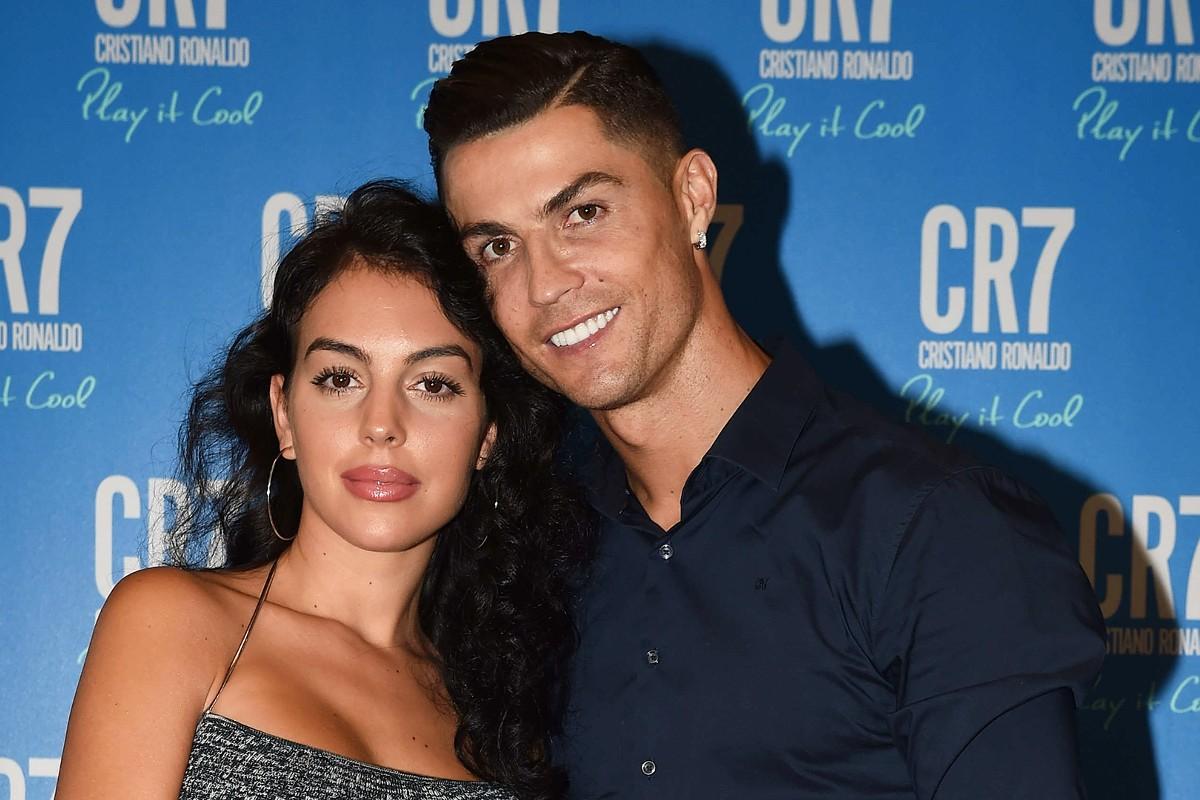 """cristiano ronaldo georgina rodriguez 2019 1p9jwx26dfazu1pbyfl6sh1696 - POLÊMICA! Mãe de Cristiano Ronaldo não aprova casamento do filho com Georgina: """"Ela só quer dinheiro"""""""