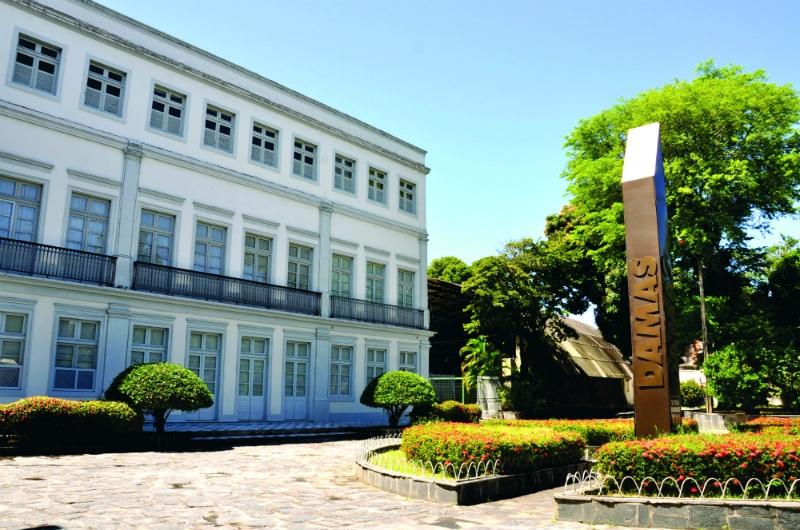 damas - RECIFE: Colégio suspende aulas presenciais após surto de Covid-19 entre alunos