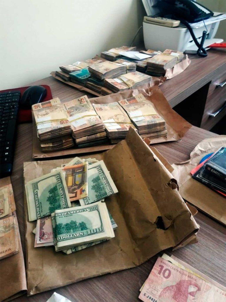 dinheirama maua trato feito 768x1024 - DE CUECA A PANELA: Em 15 anos, Polícia Federal encontrou mais de R$ 63 milhões com políticos