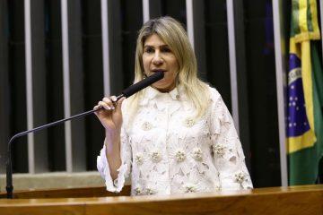 """Edna Henrique avalia não disputar reeleição para deputada federal em 2022, revela filho: """"Ainda está em luto"""""""