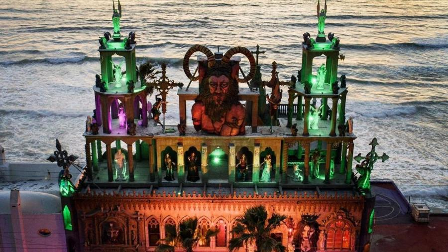 fachada do castelo do diabo em rosarito no mexico 1603468135128 v2 900x506 - Mal-assombrado? 'Castelo do diabo' atrai satanistas e vale R$ 22 milhões