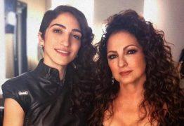Após anunciar que é gay, filha de Gloria Estefan conta que quis se suicidar devido a rejeição da mãe