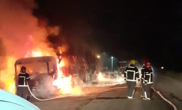 incendio 2 620x376 1 - Incêndio destrói caminhões, ônibus e mais de 100 veículos no polo automotivo da Fiat em Goiana