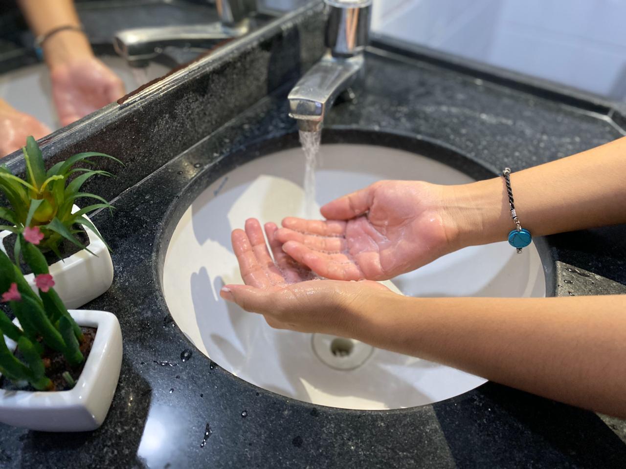maos - Não lavar as mãos pode provocar uma série de doenças e especialista ensina forma eficaz de fazer higienização