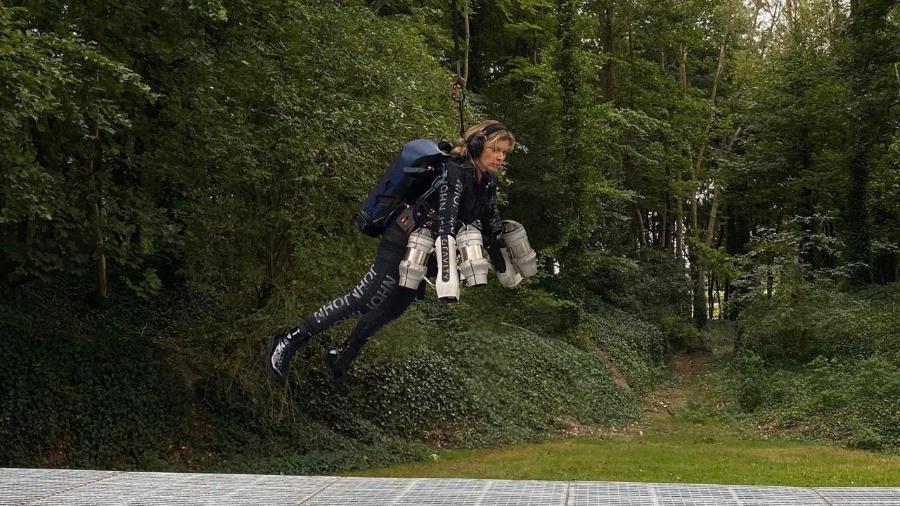 medica mochila jato - Médica é a primeira brasileira a voar com mochila a jato