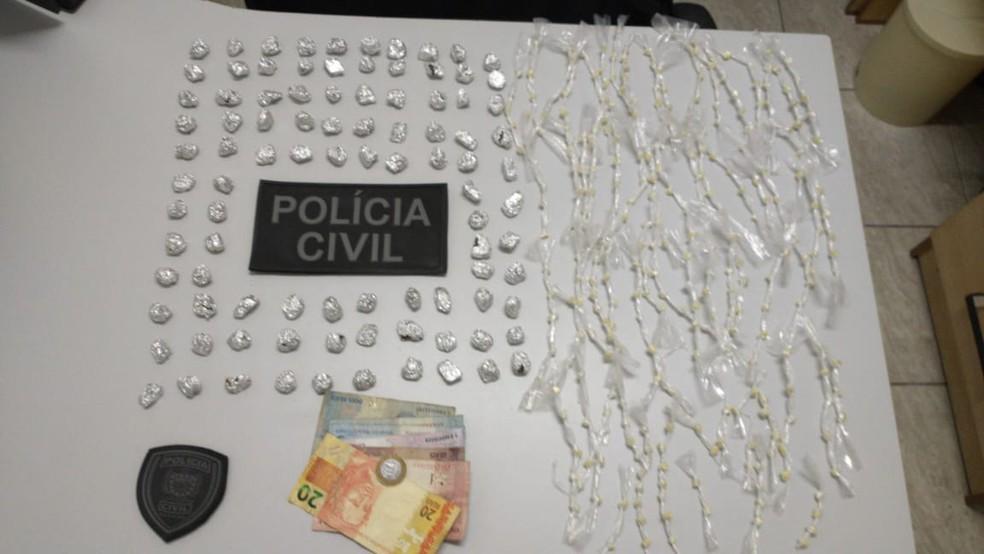 mulher presa - Mulher é presa com mais de 300 pedras de crack, em Umbuzeiro, na Paraíba