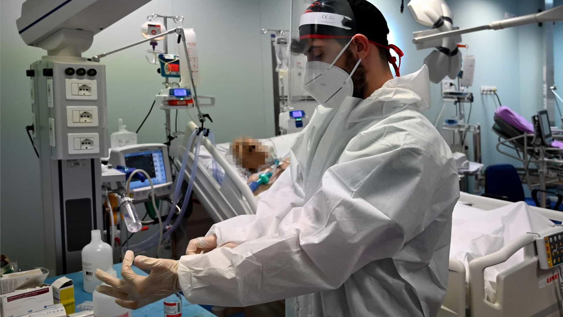 naom 5f91a42952d1d - COVID-19 em Manaus: Pacientes em recuperação lotam UTI de hospital com sequelas da doença