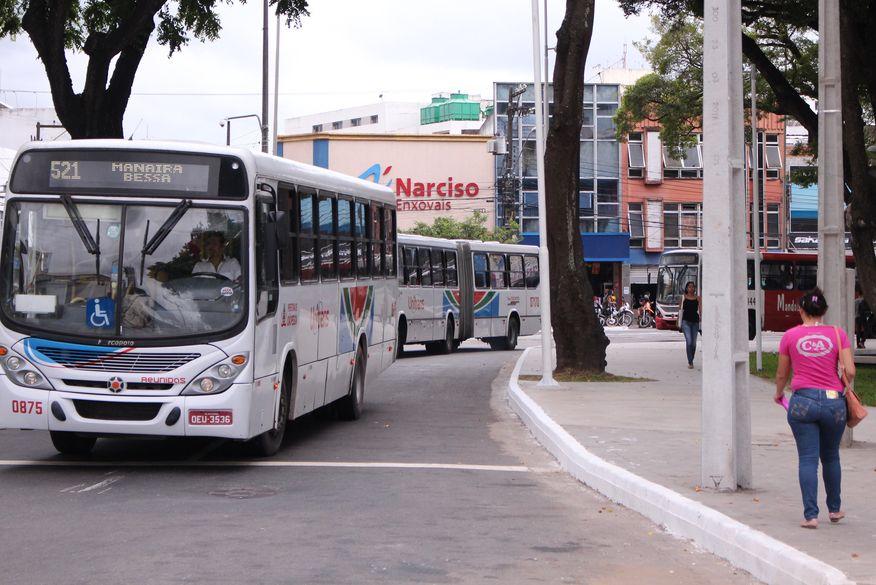 paradas de onibus walla santos4 - EM PLENA PANDEMIA! No dia das eleições, João Pessoa terá frota com 150 ônibus