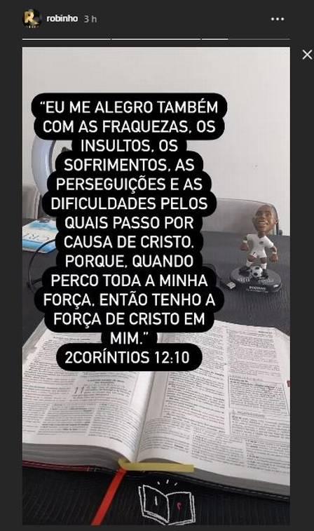 xrobinho1.jpg.pagespeed.ic .KfasIM1LHI - Robinho volta às redes sociais e posta versículo da Bíblia: 'Tenho a força de Cristo em mim'