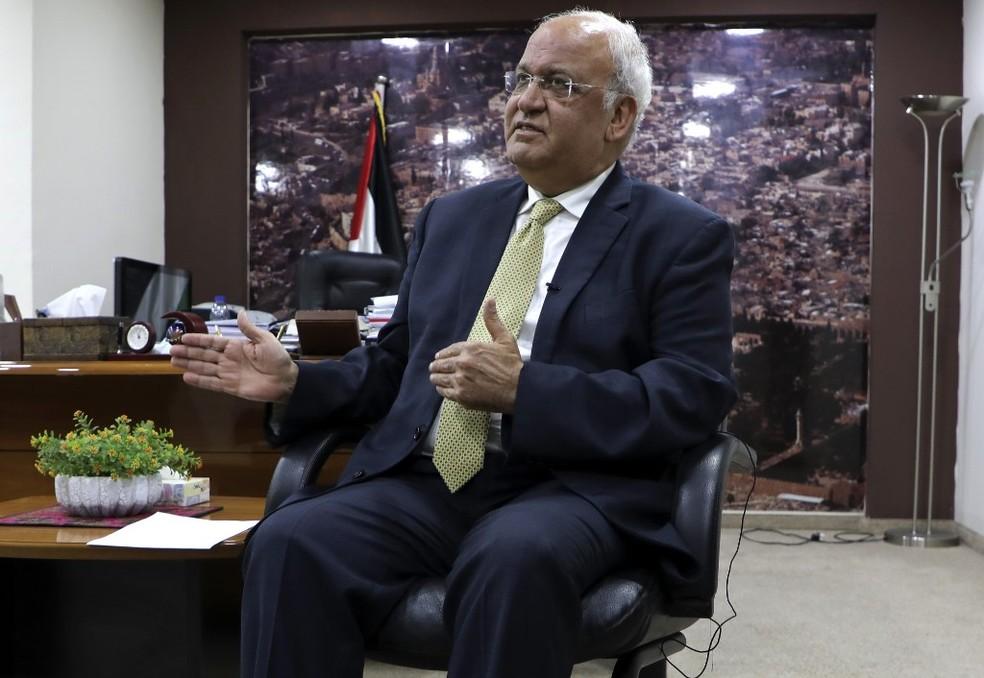 000 8tc6qg - Líder palestino Saeb Erekat morre de Covid-19