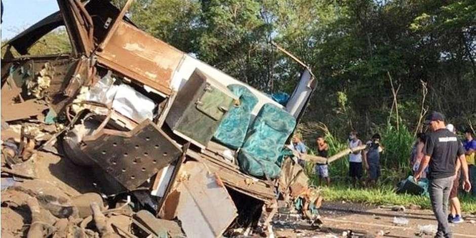1606335400170 - Motorista do ônibus de acidente em Taguaí deve responder por homicídio