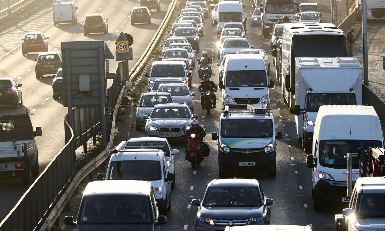 2020 11 18t132929z 1 lynxmpegah11c rtroptp 4 climate change britain - Reino Unido proibirá carros a gasolina até 2030 visando zerar emissões