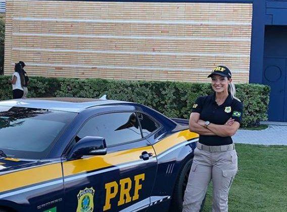 20201109113939 e1604940440442 - Ex-loira do Tchan se torna agente da Polícia Rodoviária Federal