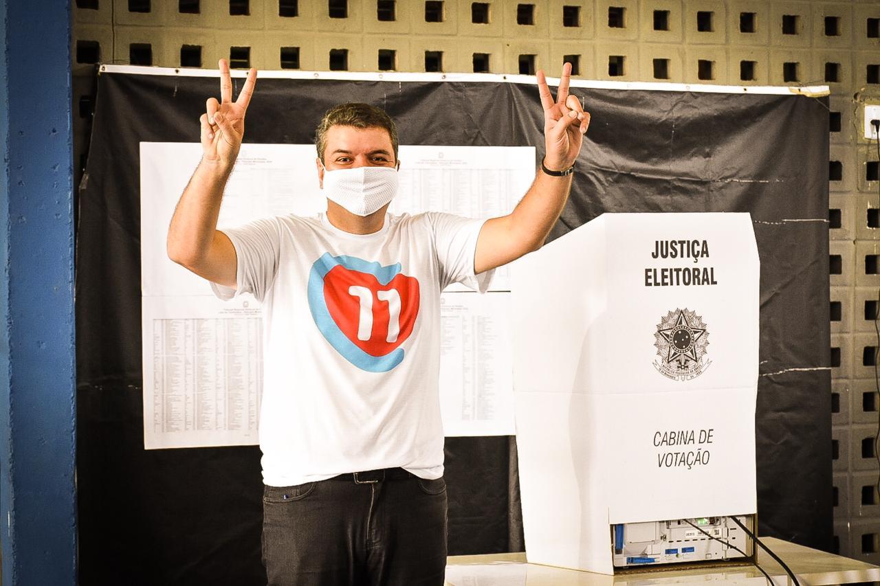 8ac3a41b cbf8 4ea8 bd27 58b24fe2b73f - Senador Diego Tavares vota e mostra confiança na vitória de Cícero: 'é o mais preparado'