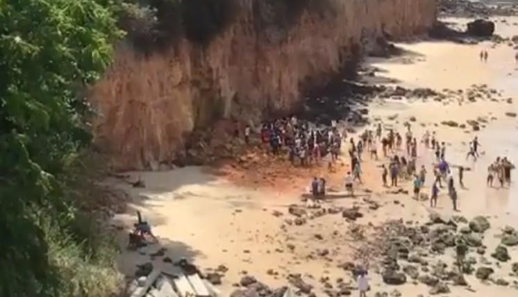 FALESIA PIPA - Parte de falésia desmorona na praia de Pipa (RN) e mata três pessoas de uma mesma família - VEJA VÍDEO
