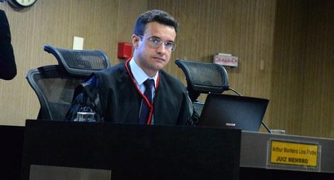 JUIZ - Evidência de irregularidade: TRE-PB determina suspensão de pesquisa eleitoral em São Bento - VEJA DECISÃO