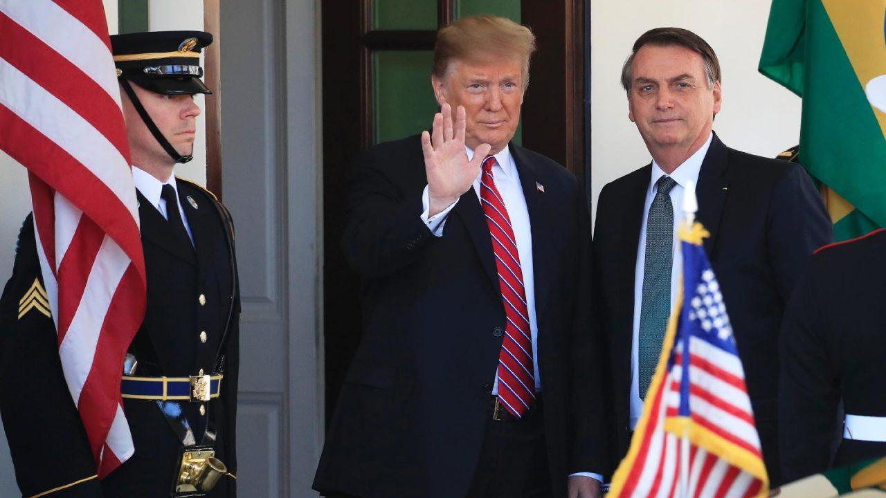 Trump e bozo o54epjy3w0xn53ig6kzkdsqc7s653ghwrvl0v46nfk - 'A esperança é a última que morre', diz Bolsonaro após Trump perder vantagem