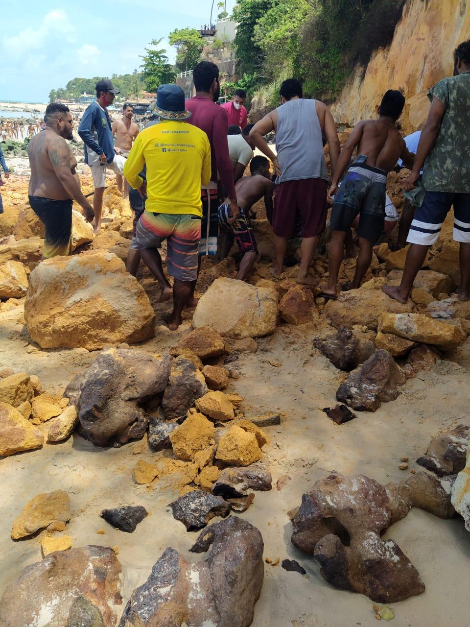 WhatsApp Image 2020 11 17 at 14.45.32 - Parte de falésia desmorona na praia de Pipa (RN) e mata três pessoas de uma mesma família - VEJA VÍDEO
