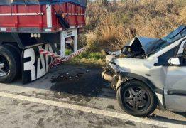 Grave acidente envolvendo carro e carreta deixa um morto e cinco feridos, na BR-230