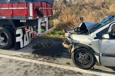 acidente gurinhem novembro - Grave acidente envolvendo carro e carreta deixa um morto e cinco feridos, na BR-230