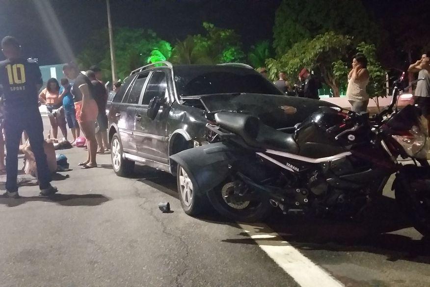 acidente carro moto valentina joao pessoa foto whatsapp - Carro colide na traseira de moto e duas pessoas ficam feridas no acidente em João Pessoa