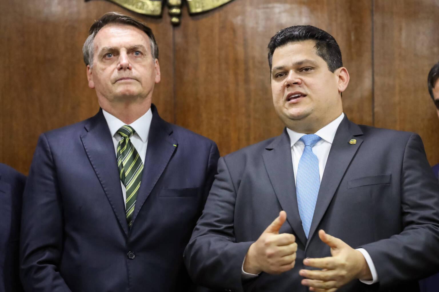 bozoalcolumbre 1536x1024 1 - Após quase 20 dias de apagão, Bolsonaro avalia ir ao Amapá, diz TV