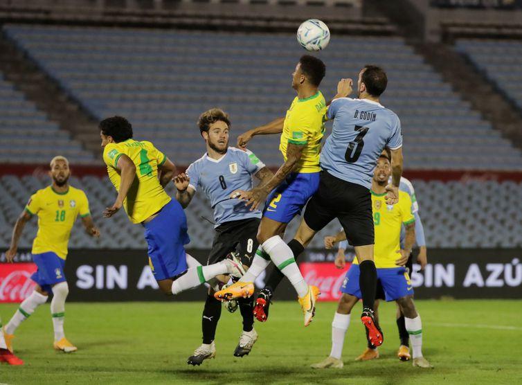 brasil uruguai eliminatorias 2 - Após jogo contra o Brasil, seleção uruguaia confirma sete casos de Covid-19