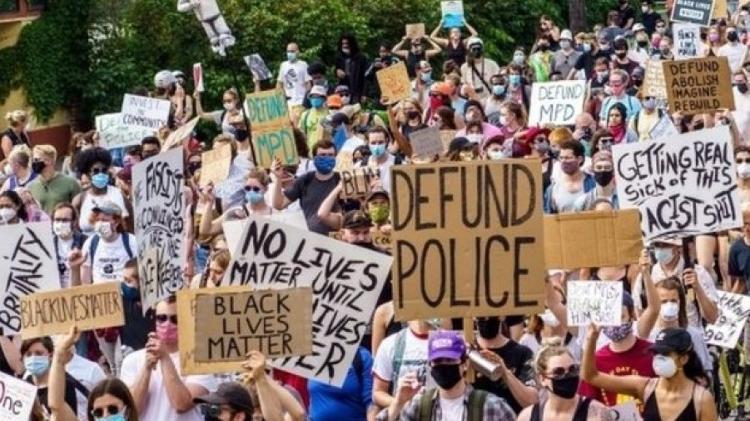 caso george floyd provocou protestos nos estados unidos que pedem profunda reforma da policia 1599150409392 v2 750x421 - EUA fazem eleição mais tensa em meio século, com potencial de efeito global