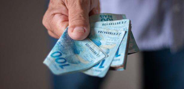 dinheiro moeda real 1589822622769 615x300 - NA SEMANA DA ELEIÇÃO: PMJP anuncia calendário de pagamento de novembro, dezembro e 13º