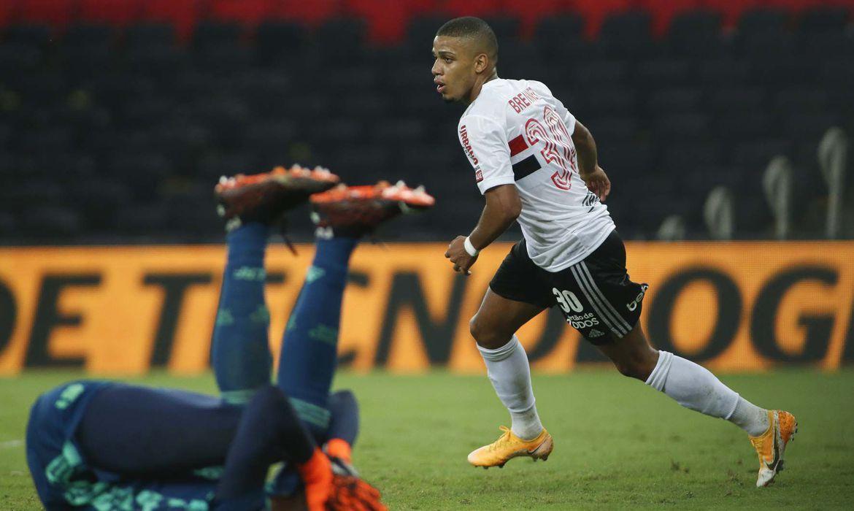 emlvcqkwmaqhahf - São Paulo goleia o Flamengo e avança à semi da Copa do Brasil