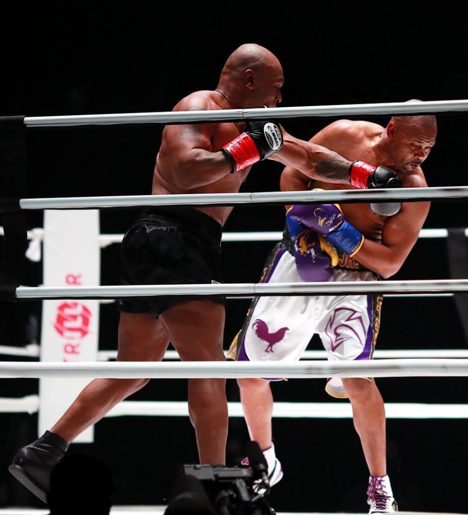 gettyimages 1288364255 - Tyson surpreende com ótima forma, mas duelo com Roy Jones termina empatado
