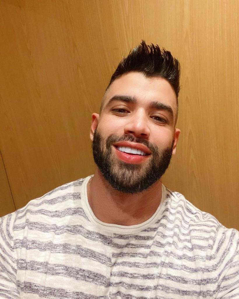 """gusttavo lima sorriso - Gusttavo Lima posta selfie e recebe cantadas de fãs: """"Sorriso de solteiro"""""""