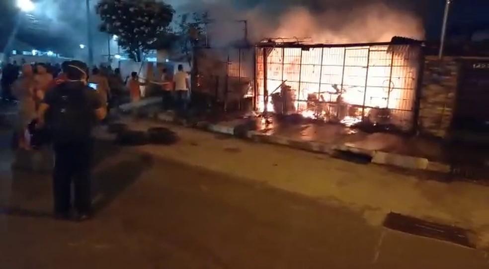 incendio borracharia - Incêndio atinge oficina e filho do proprietário decide ajudar criando uma vaquinha online
