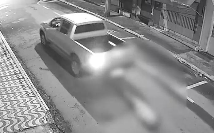 morador de rua arrastado - CRIME BÁRBARO: empresário é preso após amarrar morador de rua em carro e arrastá-lo até a morte