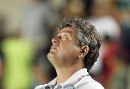 Em grupo de risco, Geninho, técnico do Avaí, testa positivo para covid-19
