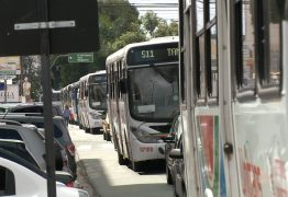 Passageiros reclamam de atraso e lotação no transporte público em João Pessoa