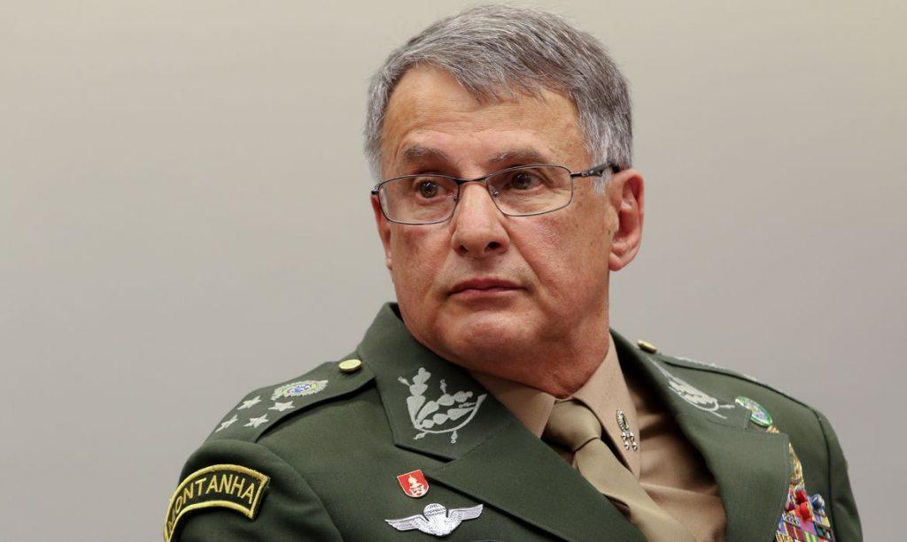 pzzb2716 1024x613 - Comandante do Exército sofre acidente e fratura o fêmur