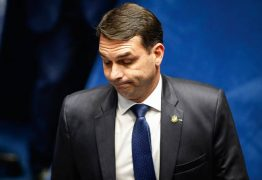 Ex-assessora de Flávio Bolsonaro confessa 'rachadinha' e entrega de valores para Queiroz, em depoimento ao MP
