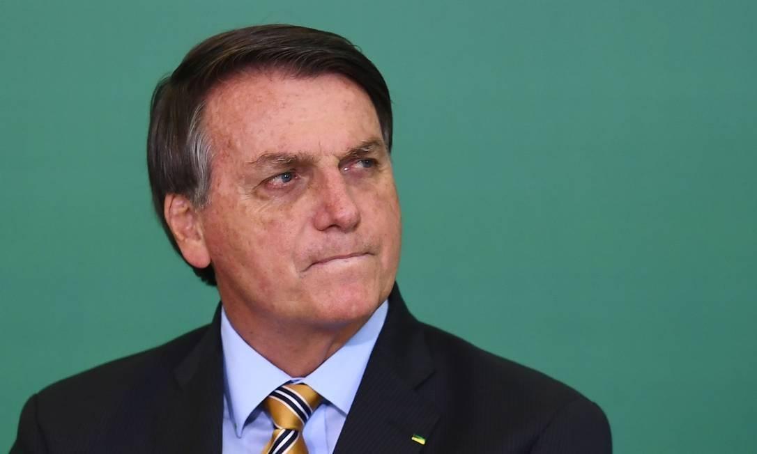 x90535212 Brazilian President Jair Bolsonaro gestures during the commemoration of the 54th anniversar.jpg.pagespeed.ic .npqAASpsvF - PERDEU A FORÇA! Derrotas de aliados mostram que 'Bolsonaro não é mais o mesmo de 2018', diz cientista político