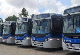 Motoristas de ônibus fazem greve em capital contra acúmulo de função