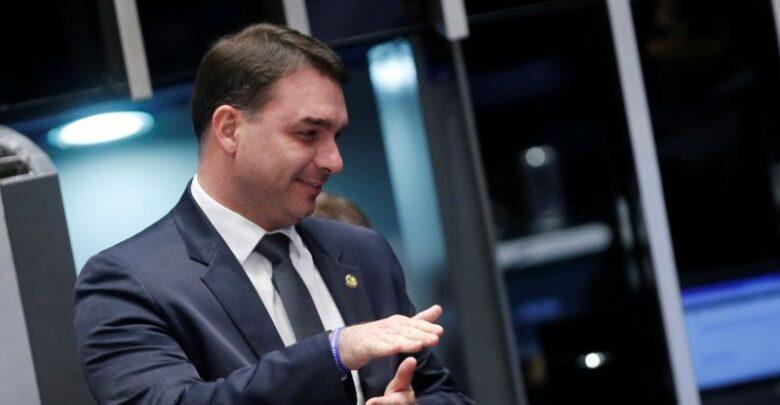 FLAVIO AINDA SORRINDO 2 780x405 1 - CPI DA COVID: Senado gastou mais de R$ 6 mil reais com passagens de Flávio Bolsonaro para Las Vegas