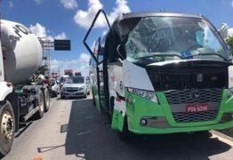 Turistas argentinos sofrem acidente de ônibus na Paraíba