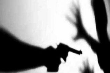 arma apontada 360x240 - Jovem é baleado após cair em golpe de venda de moto pela internet