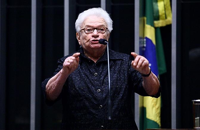 """erundina 1 - Bolsonaro trava reajuste de professores em 2021 e Erundina reage: """"desmantela o setor educacional""""; confira"""