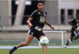Há um dia de deixar o Botafogo, Marcinho é suspeito de atropelar casal e fugir; homem morreu